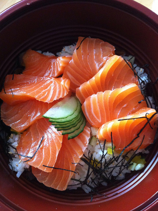 Sliced Salmon with Rice