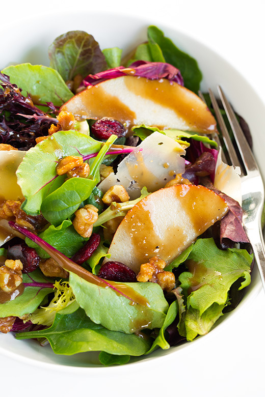 (Autumn Pear Salad with Candied Walnuts and Balsamic Vinaigrette)