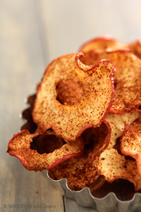 Baked Cinnamon Spiced Apple Chips (recipe)