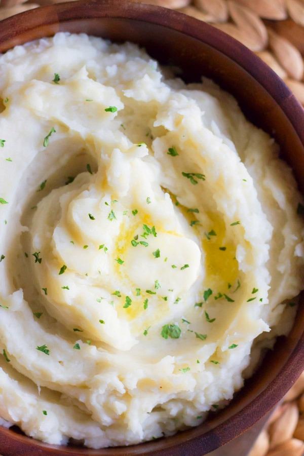 Easy creamy crackpot roasted garlic mashed potatoes